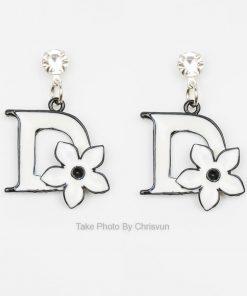 ต่างหูรูปตัว D ฝังด้วยดอกไม้สีขาว-237-1