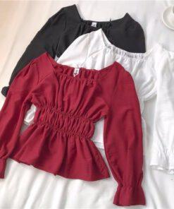เสื้อผ้าแฟชั่นคอเหลี่ยม แขนยาว สม็อกเอว ปลายบาน มี 3 สีให้เลือก แดง ดำ และขาว-850